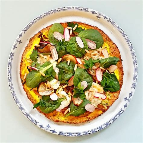 pizza l 233 gumi 232 re 224 base d une p 226 te de chou fleur gratinez