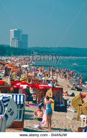 Bathing Beach Bathers Timmendorfer Strand Luebecker Bucht