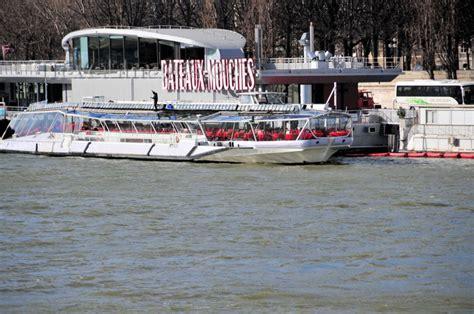 seine river bateaux mouches station port de la conf 233 rence seen from quai d
