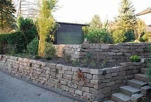 Gartengestaltung Böschung Gestalten : elbtaler naturstein trockenmauer zur b schungssicherung auf zwei ebenen klo garten und ~ Markanthonyermac.com Haus und Dekorationen