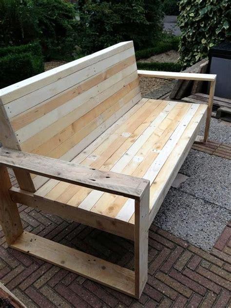 des id 233 es de recyclage pour des palettes en bois lits tables basses armoires bancs meubles