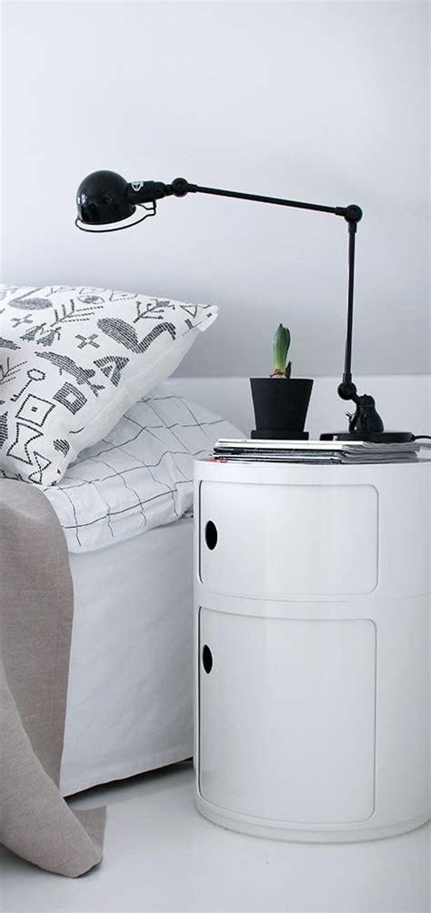 les 25 meilleures id 233 es de la cat 233 gorie table de chevet sur tables de chevet peintes