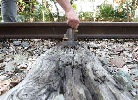 mont de marsan l 233 tat d une voie de chemin de fer inqui 232 te un habitant sudouest fr