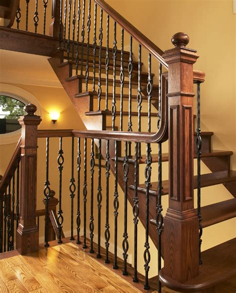 escalier avec d 233 licats poteaux en fer forg 233 et courante en bois ideas for the house
