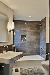 Fliesen Kleines Bad : kleines badezimmer fliesen verlegen metall effekt dunkelgrau badewanne bad pinterest graue ~ Markanthonyermac.com Haus und Dekorationen