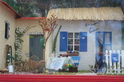 la maison du bonheur 2 vitrines miniatures