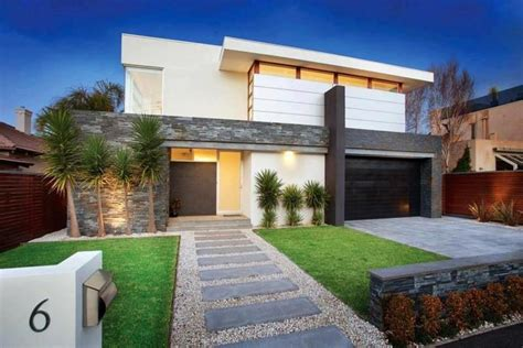 Modern Front Yard, Simple Lines, Stepping Stone Entrance