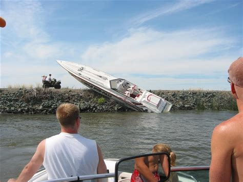 Wake Boat Crash by Wakeboard Videos And Wakeboard Pictures Wakeboarding