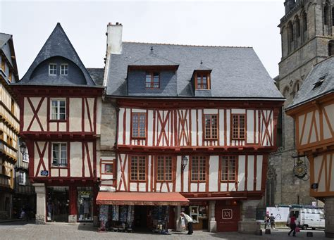 file maisons colombages place henri iv vannes jpg wikimedia commons