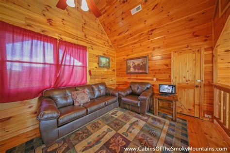 pigeon forge cabin owl lodge 4 bedroom sleeps 19