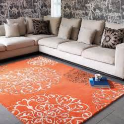 tapis de salon baroque orange avec arabesques par joseph lebon
