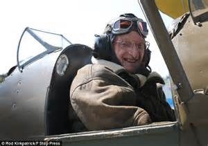 Back where he belongs! 90-year-old pilot who flew in World ...