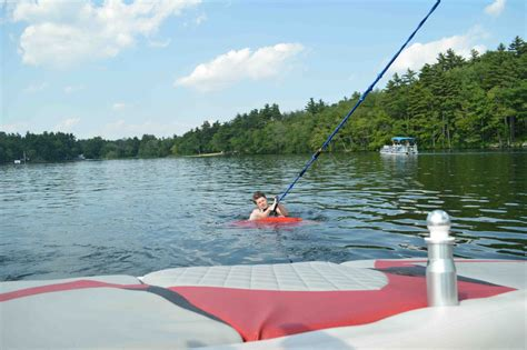 Good Wakesurfing Boats by How To Get Up On A Wakesurf Board Theskimonster