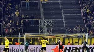 Graue Flecken An Der Wand : fans boykottieren montagsspiel dortmunds gelbe wand zeigt graue flecken n ~ Markanthonyermac.com Haus und Dekorationen