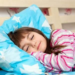 Baby Schläft Nicht Im Eigenen Bett : 5 praktische tipps so lernt ihr kind im eigenen bett zu schlafen ~ Markanthonyermac.com Haus und Dekorationen