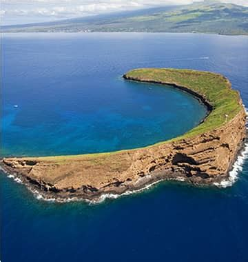 Zodiac Boat Maui by Molokini Crater S Back Wall