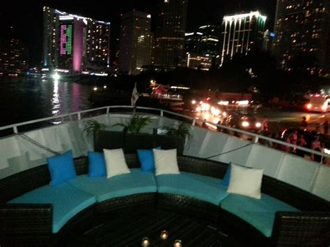 Tiki Party Boat Miami by Enjoy The Ultimate Tiki Beach Party Boat In Fort Lauderdale