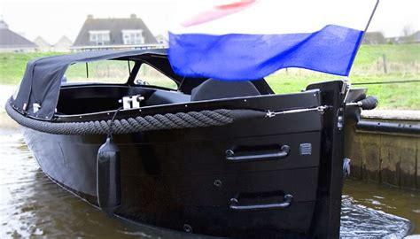 Aluminium Boot Cabin by Onze Trots De Aluminium Sloep Explorer 730 In Zwarte