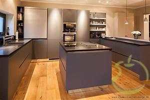 Küchen Wanduhren Design : creativ k chen design gmbh spezialgebiete grifflose k chen ~ Markanthonyermac.com Haus und Dekorationen