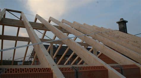 Der Dachstuhl Wird Vom Zimmerer Gebaut