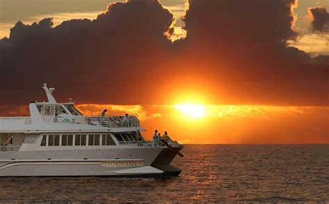 Boat Cruise Maui maui dinner cruise relax at sea with dinner and dancing