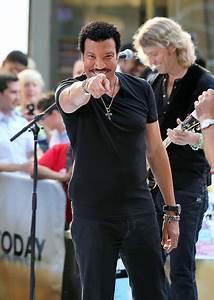 Lionel Richie in Lionel Richie Dances on the 'Today' Show ...