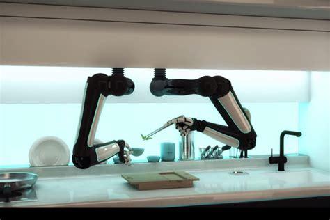 un robot qui fait la cuisine comme un vrai chef