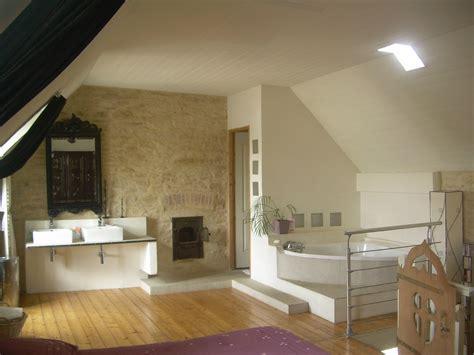 cr 233 ation d une salle de bain ouverte sur la chambre photo de restauration d une maison de 1900