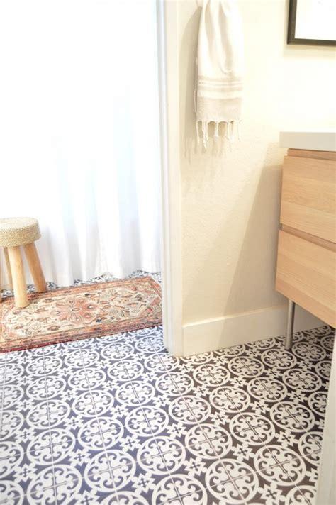 cette blogueuse relooke sa salle de bain avec du carrelage
