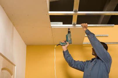 comment poser un faux plafond