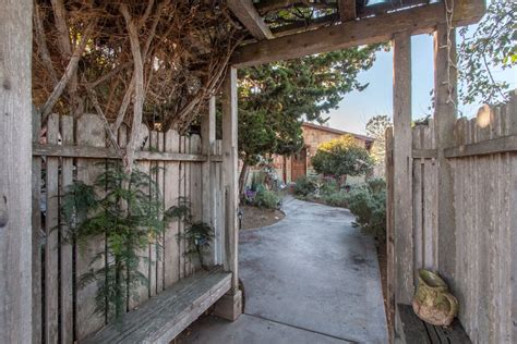 Jamie's Garden Cottage By The Bay  Houses For Rent In