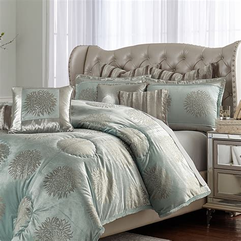 michael amini regent bedding in king and sizes
