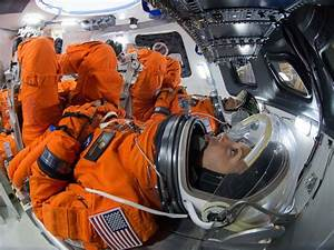 NASA Astronauts Train On Mockup Orion Spacecraft ...