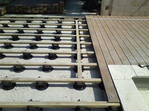 la terrasse est pos 233 e sur plots b 233 tons sur les extr 233 mit 233 s et pictures to pin on