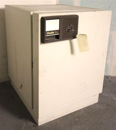 coffre fort inifuge de marque chubb modele data cabinet s60 dis deux etageres interieures 200 kg ve