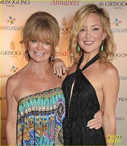 Full Sized Photo of kate hudson mother goldie hawn hit ...