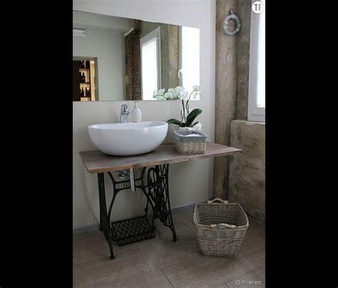 d 233 coration shabby une salle de bain avec des meubles de r 233 cup