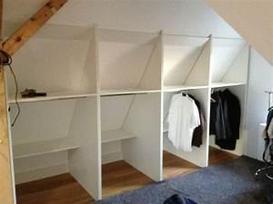 Kleiderstange An Wand : die besten 25 schrank dachschr ge ideen auf pinterest einbauschrank dachschr ge dachboden ~ Markanthonyermac.com Haus und Dekorationen