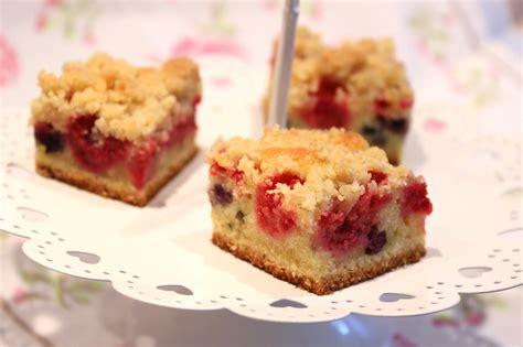 crumb cake aux fruits rouges framboises et myrtilles pour ceux qui aiment cuisiner