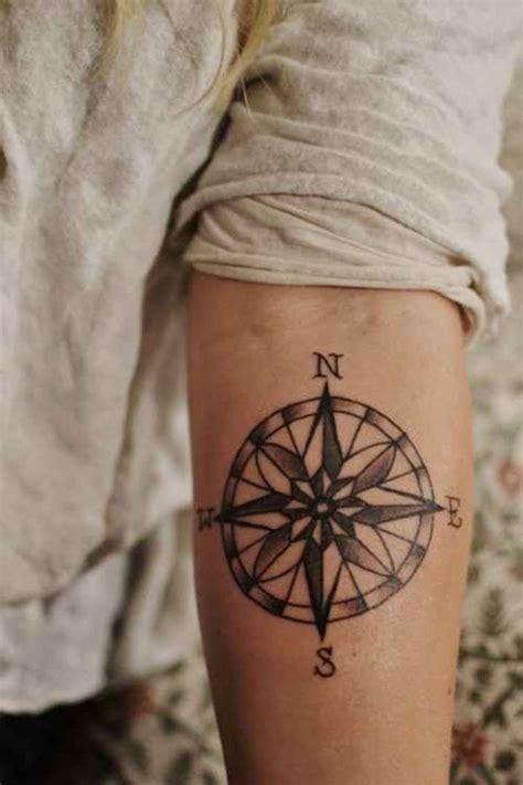1001 id 233 es tatouage sur l avant bras tel une carte de visite