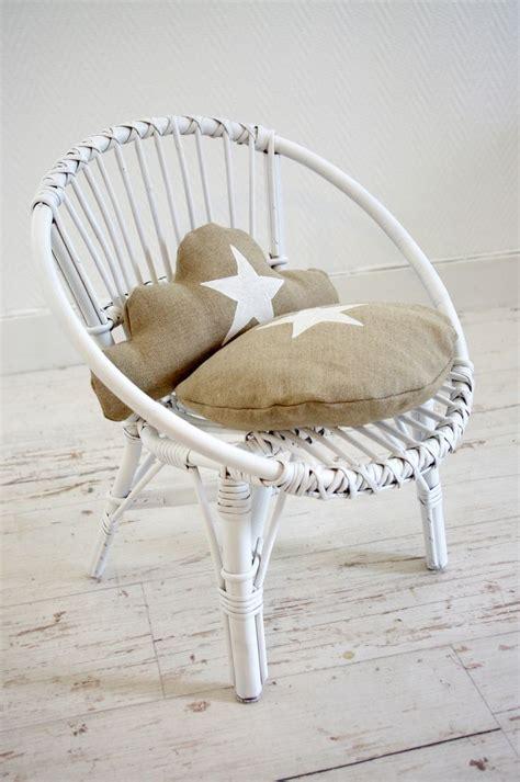 chaise d enfant r 233 tro en osier blanc et coussins r 233 tro et b 233 b 233