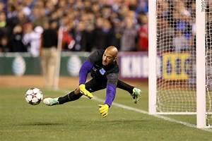 Tim Howard keeping close tabs on U.S. Soccer during break