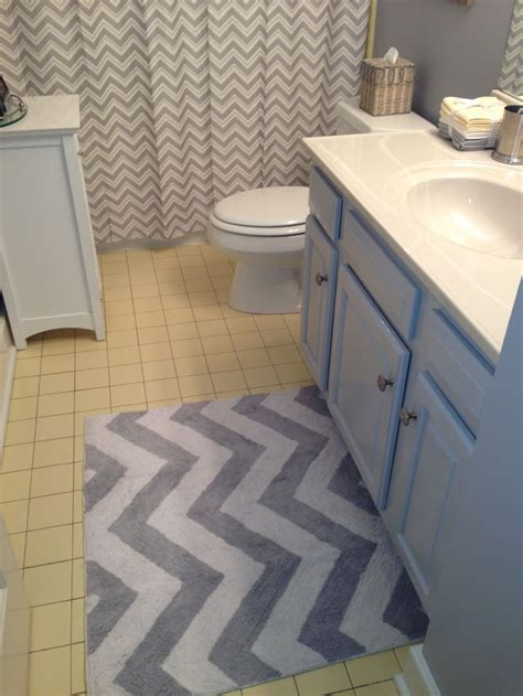 grey chevron rug and shower curtain to update yellow tile