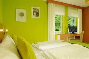 Wand Streichen Ideen Schlafzimmer : gr nt ne wandfarbe 40 super vorschl ge ~ Markanthonyermac.com Haus und Dekorationen