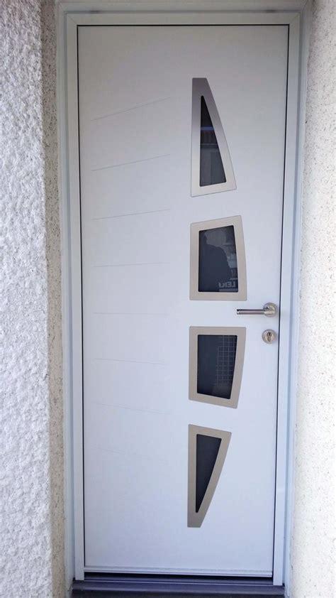 solabaie rochefort pose d une porte d entr 233 e blanche en alu moderne