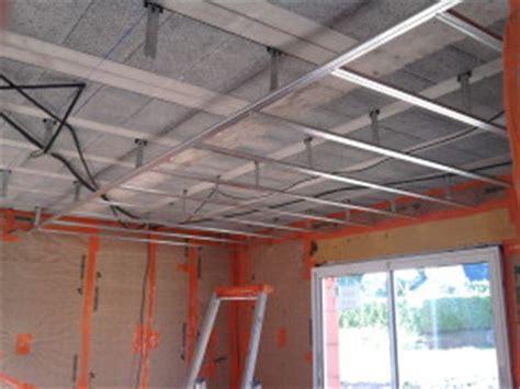 plafond suspendu en placoplatre maison travaux