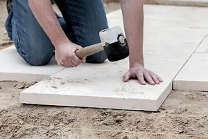 Stahlwandpool In Erde Einlassen : terrassenplatten richtig verlegen ~ Markanthonyermac.com Haus und Dekorationen