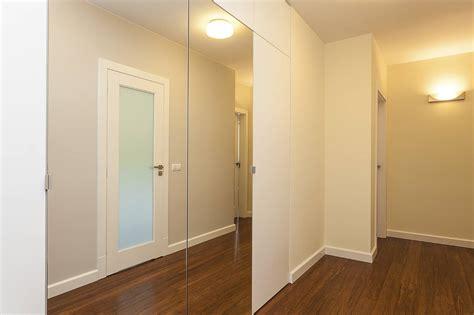 poser un miroir sur une porte de placard pratique fr
