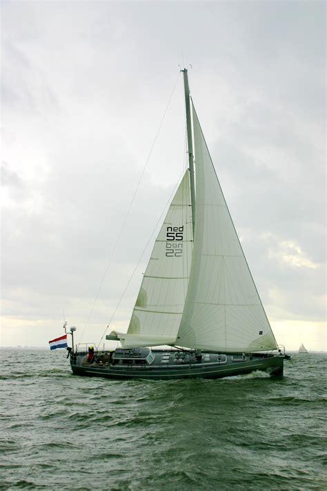 Zeiljacht Op Zee by Controle Midden Op Zee Douane Aan Boord
