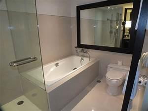 Dusche Und Wanne : kleines bad mit dusche und badewanne ~ Markanthonyermac.com Haus und Dekorationen
